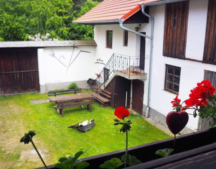 Ferienwohnung Gutenbrunner von der oberen Terrasse aus gesehen