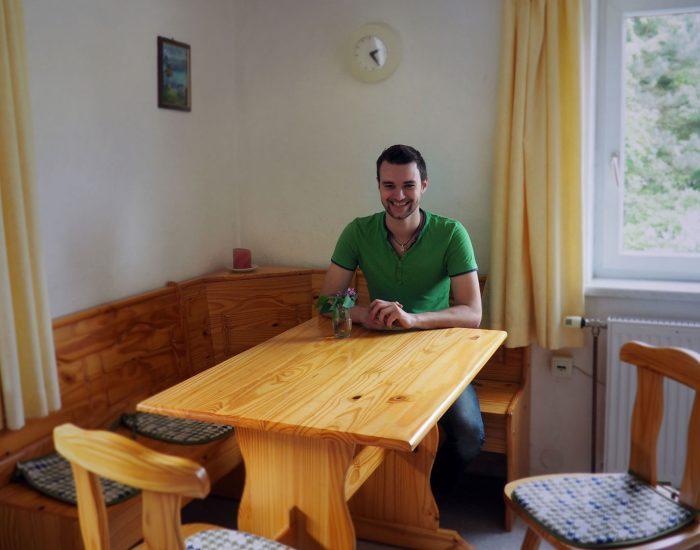 Esstisch mit Eckbank in der Essküche in der Ferienwohnung Gutenbrunner