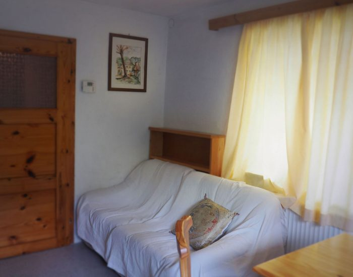 Gemütliches Sofa in der Essküche der Ferienwohnung der Familie Gutenbrunner