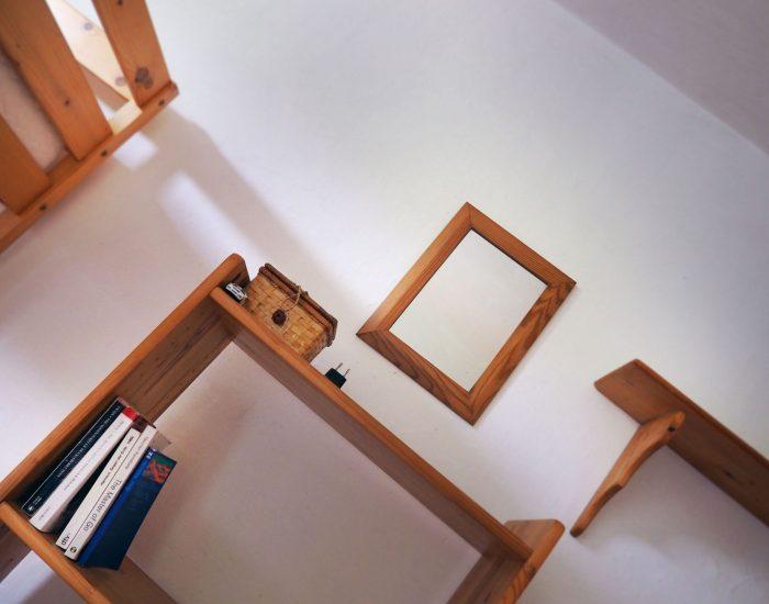 Regale im ersten Schlafzimmer der Ferienwohnung Gutenbrunner