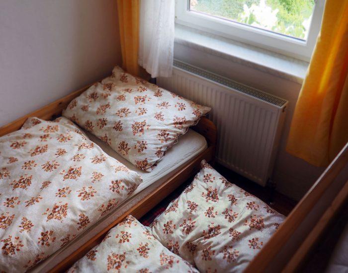 Ausziehbares Bett in der Ferienwohnung Gutenbrunner (erstes Schlafzimmer)